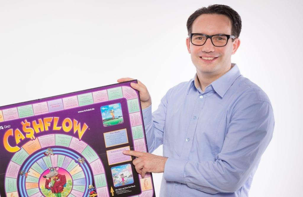 Hendrik mit dem Brettspiel Cashflow 101